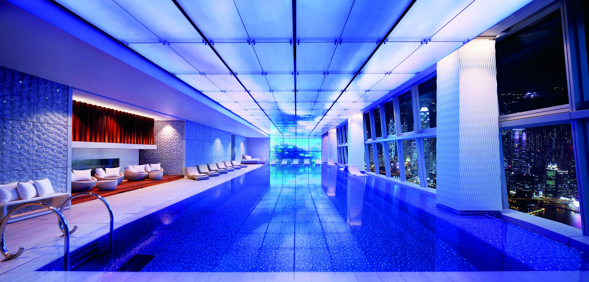 Montreal Hotels With Pools