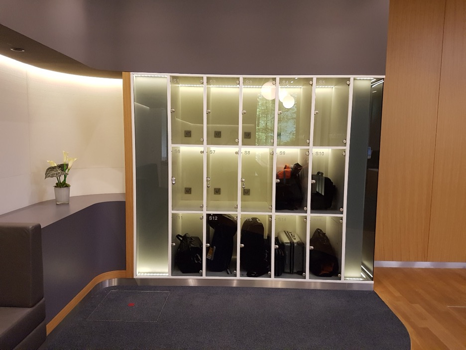 Lufthansa Lounge Bag Storage