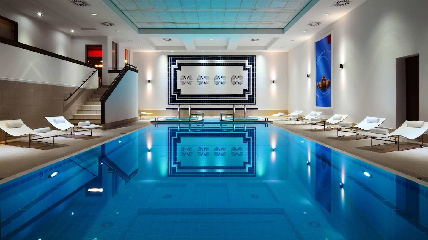 marriott-warsaw-indoor-pool