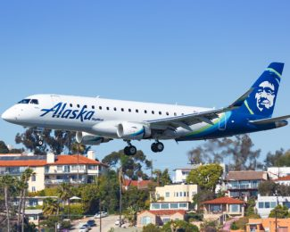 Alaska Airlines Skywest Embraer ERJ 175 Flugzeug Flughafen San Diego